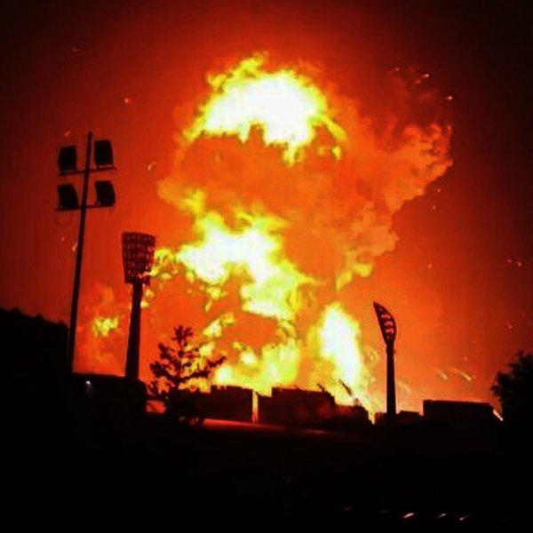 Twitter,Китай,КНР,общество, В сети появилось видео мощного взрыва на химическом заводе в Китае
