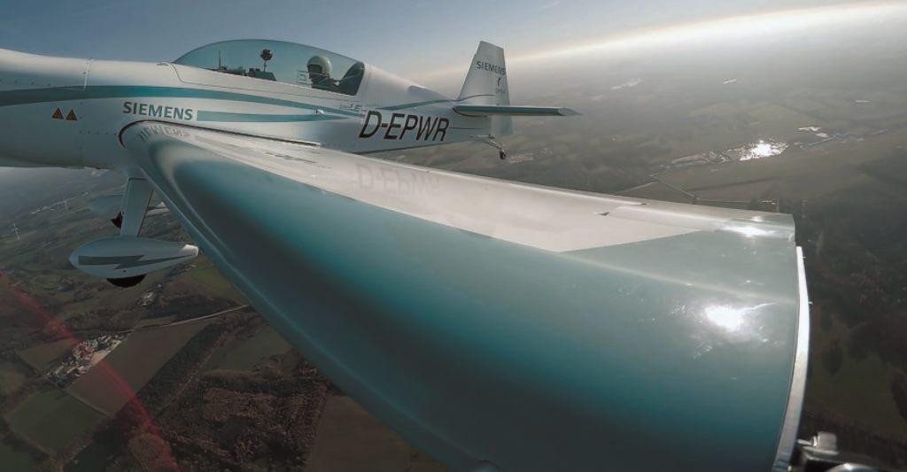 Extra 330LE от Siemens: самолёт с электродвигателем побил рекорд скорости