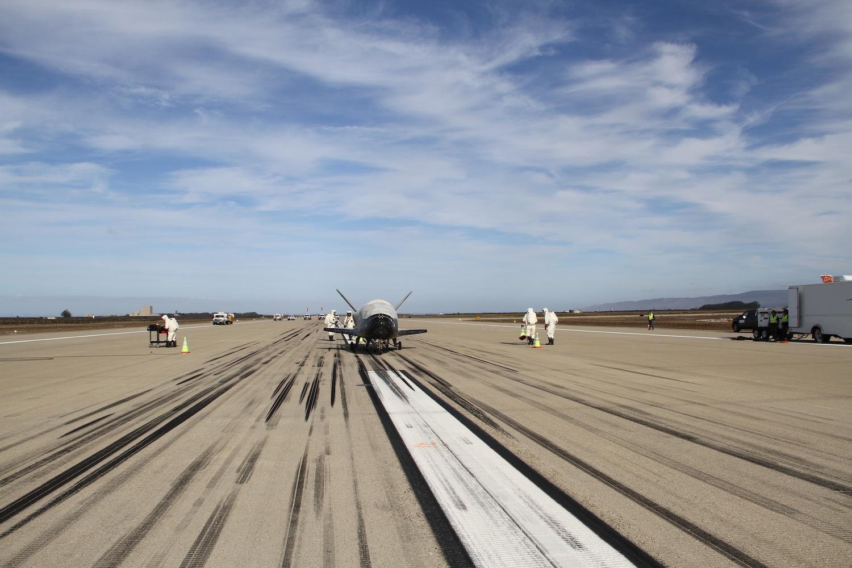 Секретный X-37B прервал космический полёт и вернулся на Землю