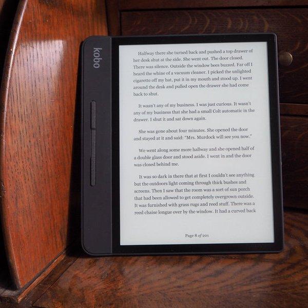 чтение, Большая, прочная и водонепроницаемая. Обзор электронной книги Kobo Forma